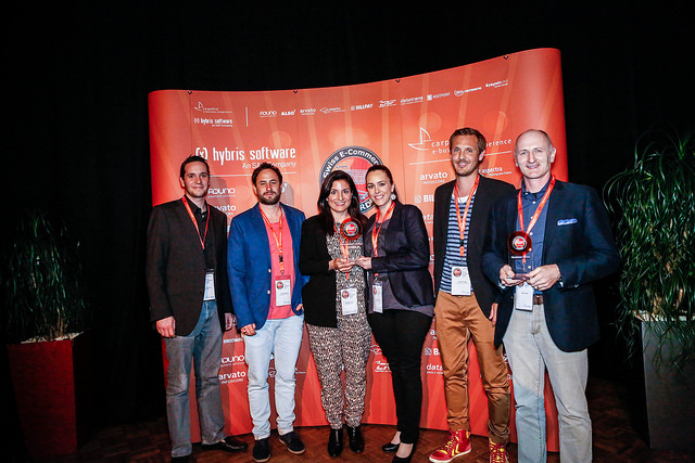 Freude herrscht: Im 2014 hat Roberta (3. v. l.) mit ihrem Team den Newcomer Award gewonnen. Team stadtlandkind (v.l.n.r.):Julian Schattner, Christof Müller, Roberta Zingg, Corinne Müller, Tobias Zingg und Marc Riedi (Kategoriesponsor Paysafecard).